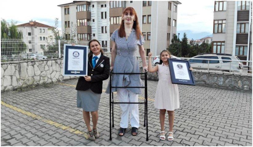 Cea mai înaltă femeie din lume este din Turcia și măsoară 2,15 m