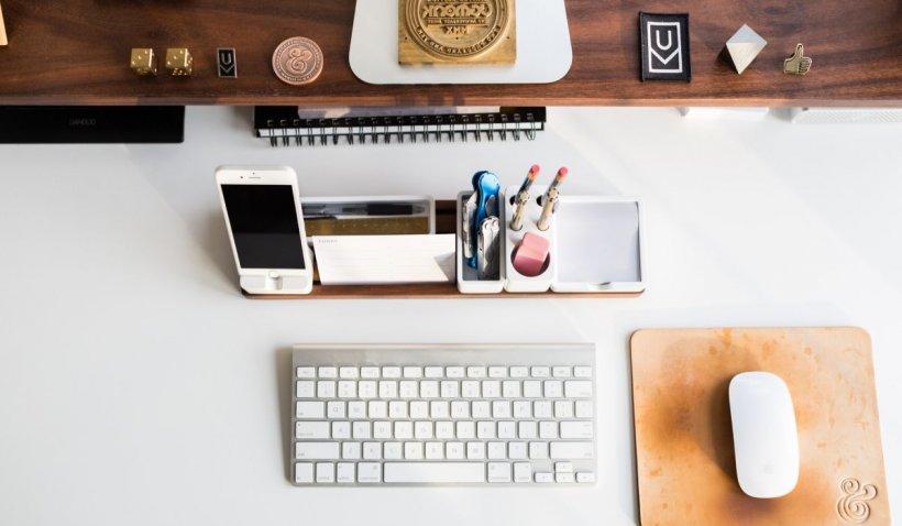 Sfaturi simple pentru părinți: Cum îți ajuți copilul să aibă un birou curat