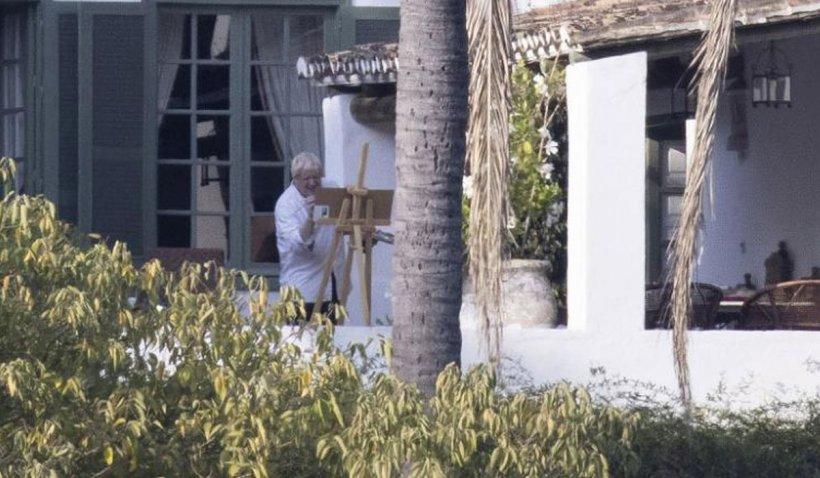 Necazuri pentru Boris Johnson. A fost fotografiat în Marbella iar imaginile au provocat furia rudelor celor morți de COVID