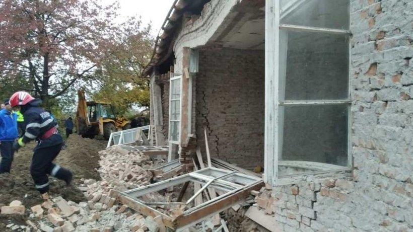 Doi muncitori au murit în timp ce lucrau la reabilitarea unei grădinițe în Oituz, Bacău