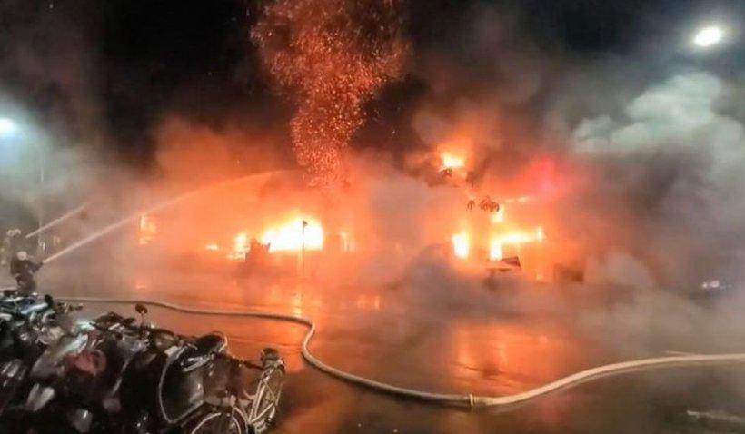 Zeci oameni au murit într-un incendiu devastator, în Taiwan, după ce flăcările au cuprins un imobil cu 13 etaje