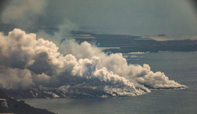 Un nor de gaze toxice produse de erupția vulcanului din La Palma a ajuns în Europa