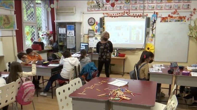 Părinţii ameninţă cu proteste dacă Ministerul Educaţiei nu închide şcolile