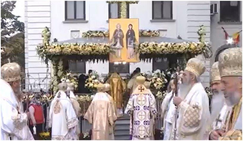 Mii de credincioşi o sărbătoresc pe Cuvioasa Parascheva la Catedrala Mitropolitană din Iași, oraş unde incidenţa este 10.17 la mie
