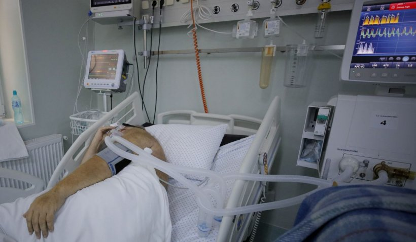 Zece pacienți din România, bolnavi de COVID-19, transferați astăzi în spitale din Ungaria