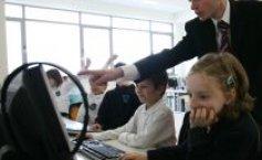 Table interactive, în școlile din videle. Urmează tablete pentru.