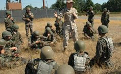 Romanian soldiers from Timișoara exchange tactics with Marines