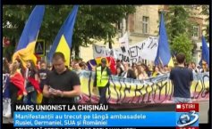 Unionist march in Chisinau. Thousands of people demanded the unification of Moldova with Romania