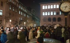 Aproximtely 3,000 persons protest in Victoria Square in Bucharest