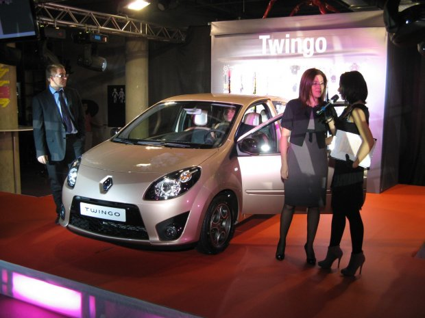 noul renault twingo i edi ia limitat twingo miss sixty lansate oficial n rom nia. Black Bedroom Furniture Sets. Home Design Ideas