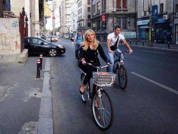 elena-udrea-a-venit-cu-bicicleta-la-munc