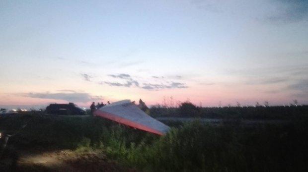 incident-aviatic-pe-aerodromul-de-la-vadeni-un-motodeltaplan-a-ratat-aterizarea-383562.jpg