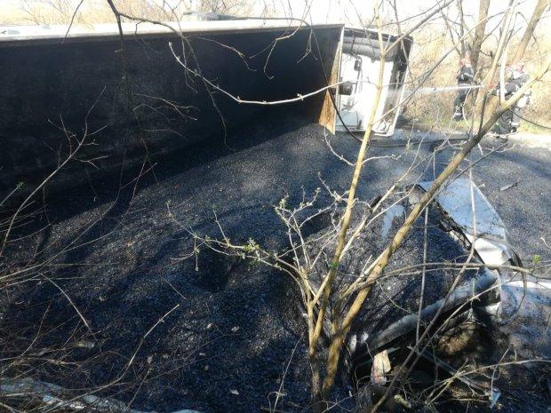 Dacie acoperită cu bitum fierbinte, accident în Joia Mare, Arad