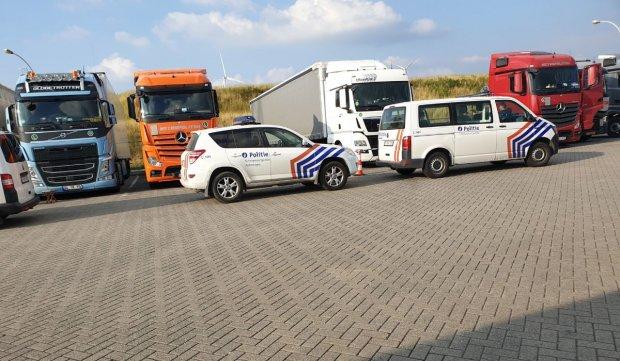 Șofer român de TIR găsit mort în cabină la Anvers, Belgia