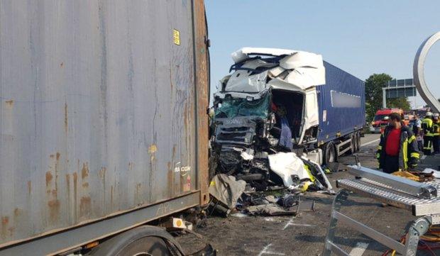 Patru români au murit striviți într-un microbuz, pe autostradă în Germania