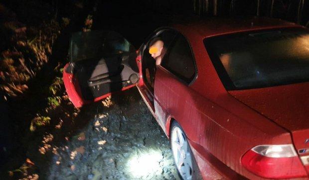 Tânăr găsit dezbrăcat într-un BMW împotmolit, în noaptea de Revelion, după ce s-a certat cu soacra şi soţia