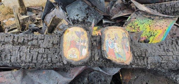 Două icoane au rămas intacte după ce un incendiu a transformat în scrum biserica din Brodina de Sus