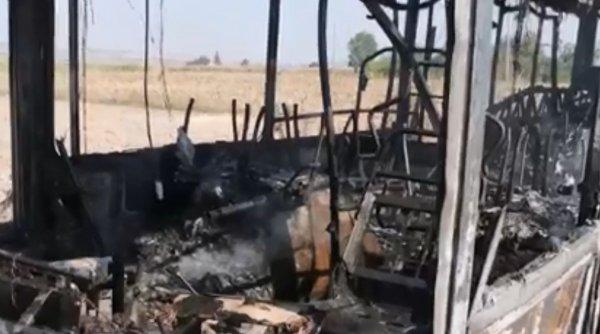 Autobuz incendiat intenționat într-o localitate din Botoșani