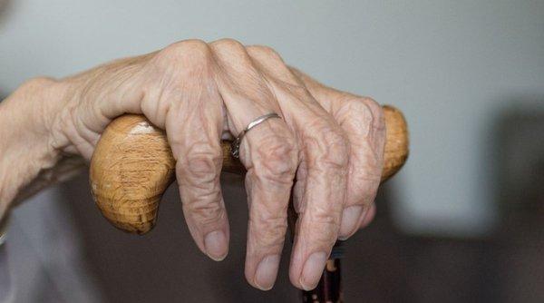 Focar de COVID-19 la un cămin de bătrâni din Capitală