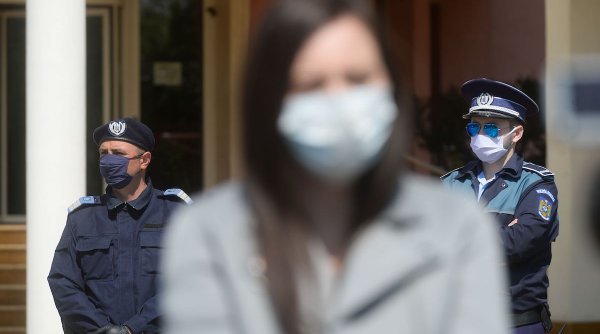 Un bărbat mascat a violat două femei din București după ce a intrat pe geamul apartamentelor