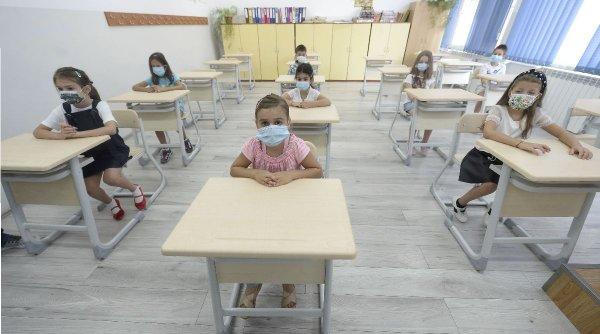 """Scrisoarea viralăa unui elev din Pitești către învățătoare: """"Vă rog să nu ne dați vinerea teme"""""""