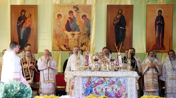 Sfânta Parascheva boicotată de pandemie: Racla cu moaște nu va mai fi în procesiune prin Iași. Reguli noi şi pentru credincioşii care vor sta la coadă