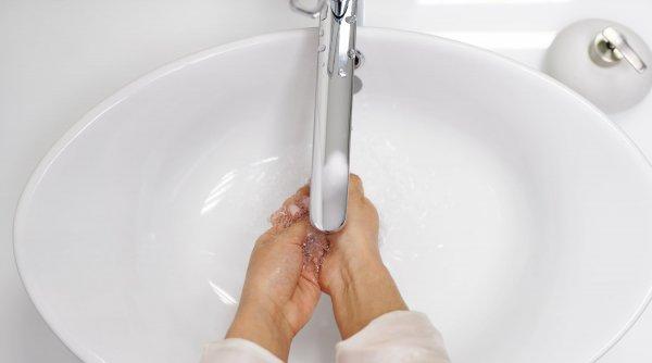 Cum folosești corect dezinfectanții pentru mâini (la școală, la serviciu și acasă)