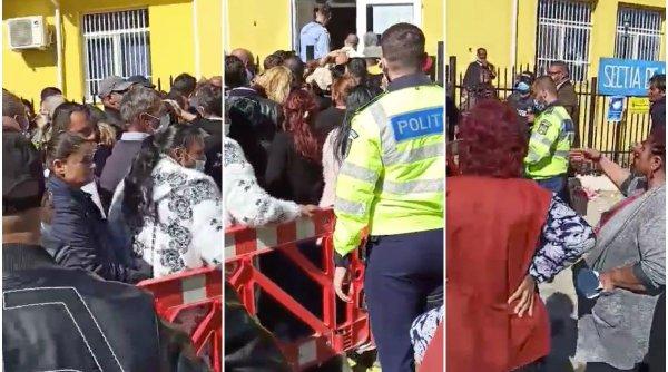 Cozi uriaşe la vot în judeţul Ilfov! Oamenii stau umăr la umăr şi cu măştile sub nas: ''Aici există riscul răspândirii coronavirusului!''