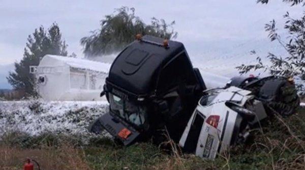 Alertă la Ploiești! Pericol mare de explozie! O cisternă cu o substanță periculoasă s-a răsturnat