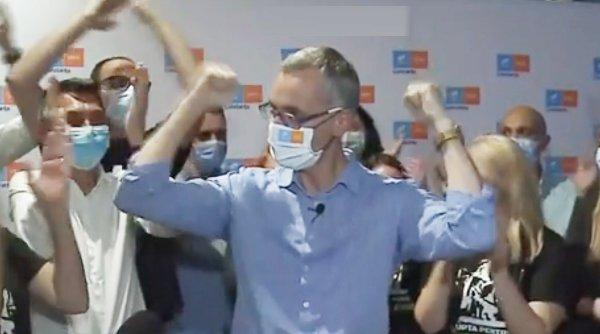 Candidatul USR-PLUS de la Constanţa a sărbătorit, degeaba, ca Geoană. A pierdut alegerile, a doua zi