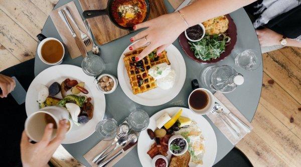 Rețete gustoase din resturi de mâncare! Câte tone de hrană aruncăm la gunoi în fiecare zi