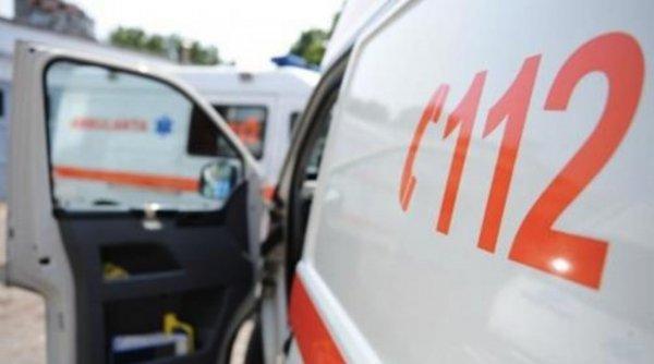 Copil de 6 ani lăsat singur acasă, căzut de la etajul 4. A ajuns intubat la spital