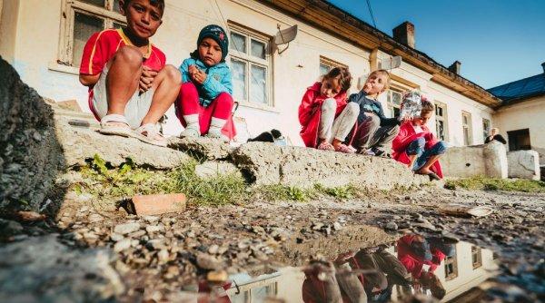 Lecția de viață a celor 30 de copii care trăiesc rupți de lume într-un fost pichet militar din Botoșani