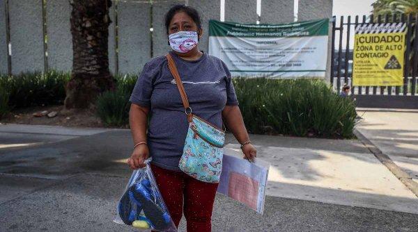 Situație critică în România! Sute de bolnavi în așteptare pe holurile spitalelor pe canapele sau pe scaune, cu măști de oxigen