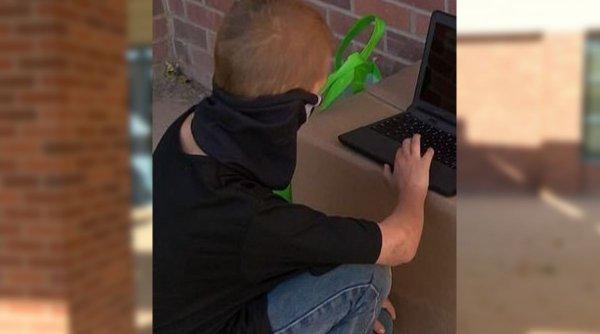 Un elev s-a dus zilnic la şcoală după închiderea claselor pentru că nu avea internet acasă