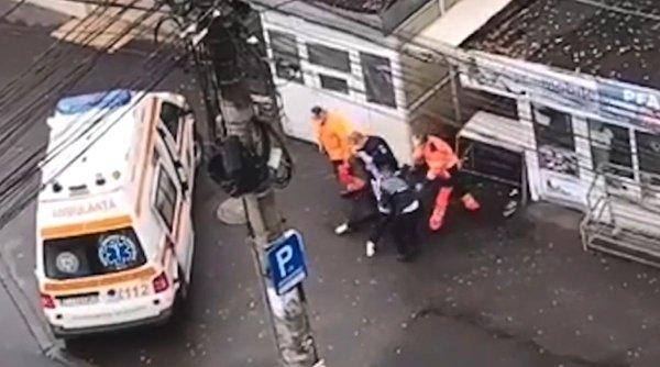 Femeie băgată cu forța în ambulanță pentru că nu voia să poarte mască și să se legitimeze, în Cluj-Napoca