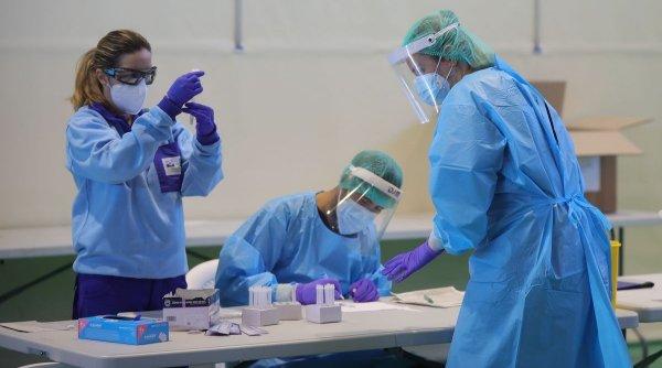 Prima ţară care îşi vaccinează medicii împotriva COVID-19. Vaccinul ar trebui să fie disponibil înainte de Crăciun