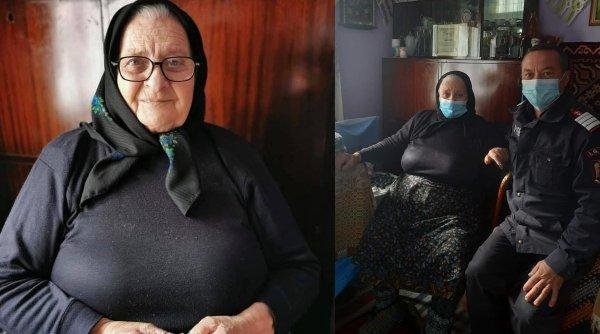 """O bătrânică de 81 de ani din Sângeorz-Băi a împletit 40 de perechi de ciorapi de lână pentru pompieri ca să le apere picioarele de frig:""""Ne apără tot judeţul de foc. Prin ploaie, prin vânt, prin foc se duc mereu"""""""