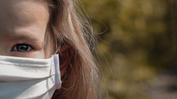 Fetiță de 11 ani bătută crunt de doi colegi mai mari. Nu este pentru prima dată când fata ajunge vânătă acasă