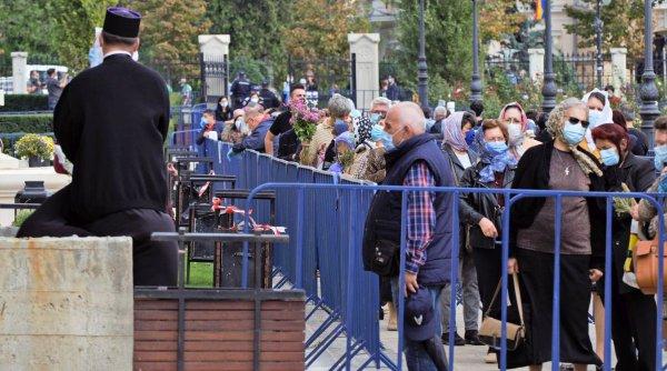 Credincioşii din Constanţa, scoşi cu poliţia din biserică, după ce s-au îmbulzit la slujbă