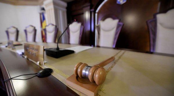 Curtea Constituţională amână până în ianuarie decizia privind majorarea pensiilor cu 40%