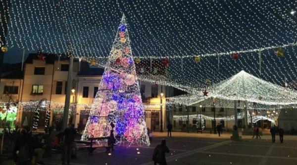 La Craiova, primarul Lia Olguţa Vasilescu i-a invitat pe cetăţeni să aprindă, chiar ei, luminiţele de sărbători