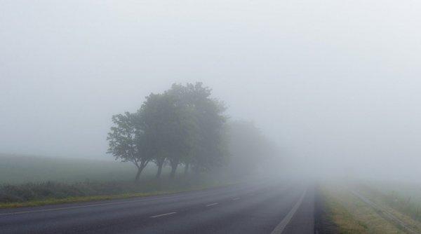 Avertizare Infotrafic: Vizibilitate sub 50 de metri pe mai multe drumuri din țară din cauza ceții!