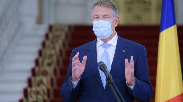 Klaus Iohannis, prins din nou pe picior greșit: Zeci de persoane, la Palatul Cotroceni, fără respectarea legii