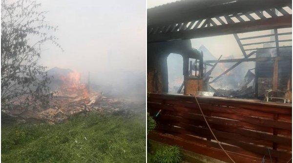 Cinci gospodări au ars într-un incendiu puternic în județul Suceava