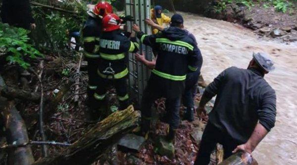 Ploile au făcut prăpăd în jumătate de țară! Viiturile au luat vieți și au distrus sute de case