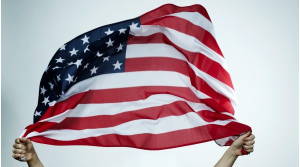 """Activiștii cer președintelui să schimbe steagul SUA, pentru că e """"dezbinător și incorect"""""""