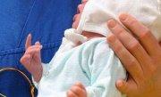 Bebeluş de două luni în stare gravă, după ce a fost bătut şi muşcat de mamă