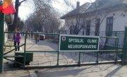 Teroare �n Craiova. Un barbat scapat de la Spitalul de Neuropsihiatrie a �nceput sa atace oamenii pe strada, cu un cutit