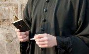 Un preot din Cluj a fost trimis o luna la manastire, dupa ce a baut alcool si a batut un t�nar pe strada